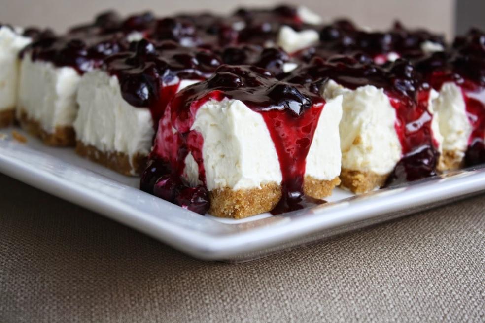 no bake cheesecake bars with fresh bluberry sauce